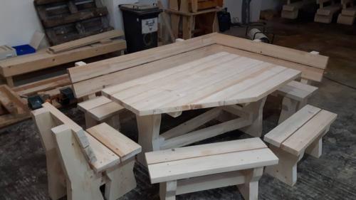 Sonderanfertigung mit abgeschrägtem Tisch